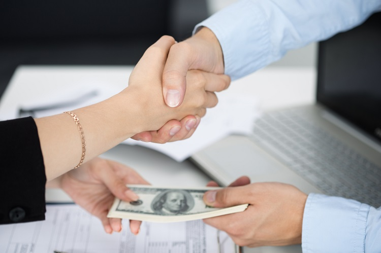 Momentary Unsecured Loans: Fast Access to Collateral-Free Cash